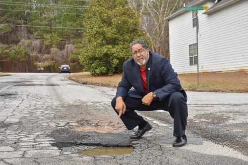 Mayor at Pothole in Chestnut Lake Sbdvn